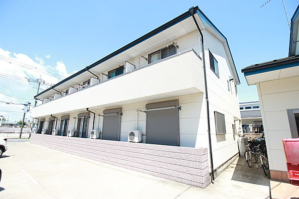 群馬県伊勢崎市平和町の賃貸アパートの外観