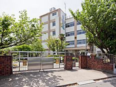 足立区立青井小学校 距離960m