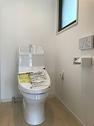 2Fにも新規交換済みトイレがあり、忙しい朝には便利ですね。