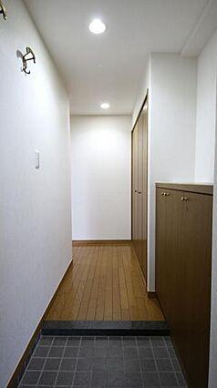 玄関から見た廊...