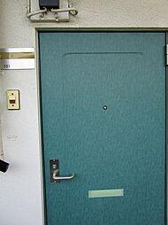 プルミエの爽やかな色調の玄関ドアです。