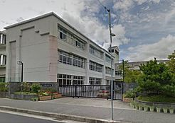 小学校神戸市立 西山小学校まで890m