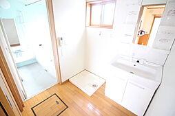 洗面所窓のある明るい洗面所 収納に便利な床下収納あります お問い合わせ  ハウスドゥ岩倉師勝店  TEL:0120-051-778