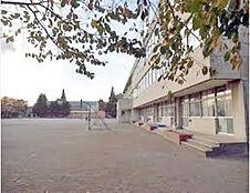 東久留米市立第二小学校まで240m、東久留米市立第二小学校まで徒歩約3分。