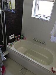 綺麗に使用されているバスルームです。窓もあり、換気も安心