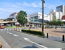 三鷹駅(現地まで2160m)