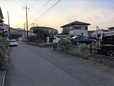 鶴川駅から徒歩9分、小学校、中学校は近く安心して送り出せます。43坪を超える大きな土地ですからいろいろな我儘をかなえられます。
