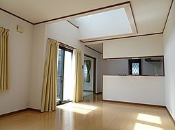 平成21年建築 柿ケ谷中古戸建 4LDKの居間