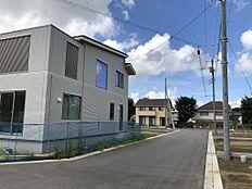 分譲地内では住宅の建築が進んでいます。