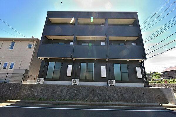 東京都多摩市東寺方1丁目の賃貸アパートの外観