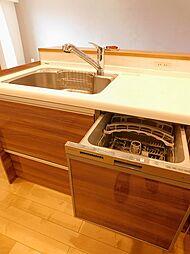 ビルトイン食洗機。家事負担軽減だけでなく、節水効果もありますよ。