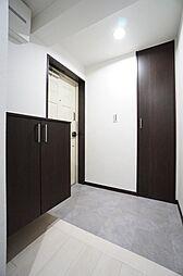 玄関です、シューズボックスも設置してあります。