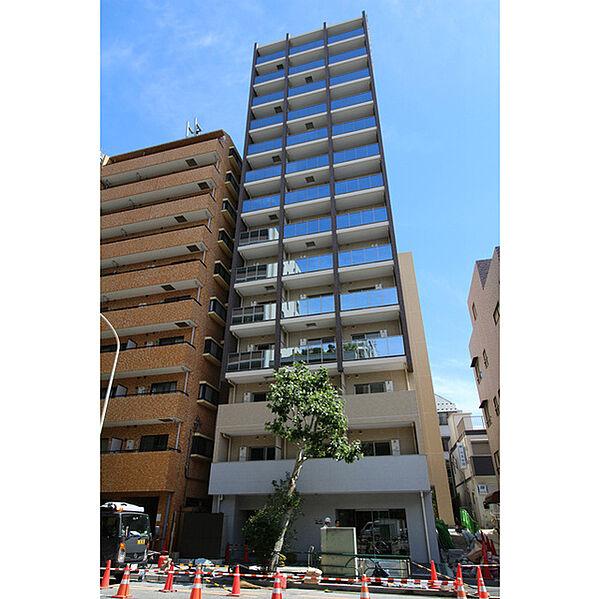 東京都新宿区東榎町の賃貸マンションの外観