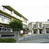 東村山市立富士見小学校まで961m、東村山市立富士見小学校まで徒歩約12分。