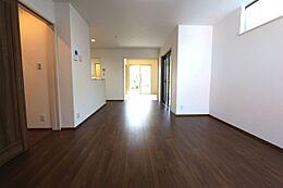 和室を合わせて16.4帖の大きなスペース。