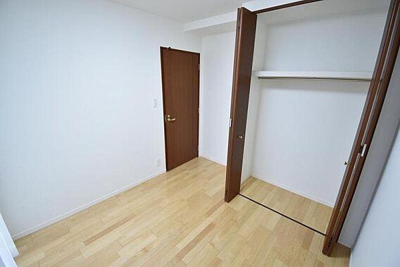 角に配した個室...