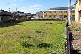 閑静な住宅街に位置する187.4坪の整形地の売地です。学校、商業施設郵便局も点在し住環境も良好です。
