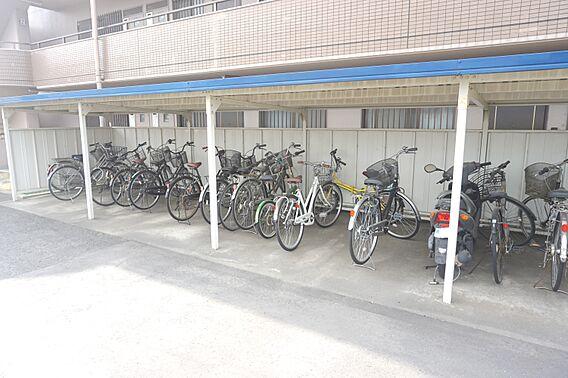 駐輪スペースで...