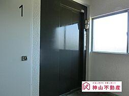 お部屋はエレベーターからすぐです。