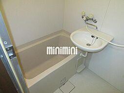 安田学研会館 東棟の清潔感のあるバスルーム