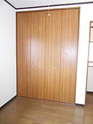 2階北側洋室には収納スペースがあります。