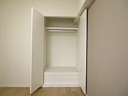4.9帖収納:収納スペース充実お部屋を広く使えます。お持ちの収納ケースを使用することで、今までどおりの使いやすさをキープできます。これを機にミニマリストデビューも(2019年7月20日撮影)