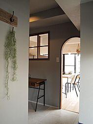 〜書斎プラン例〜書斎プラン例は90万で可能です。パソコンをしたり、お子様の勉強スペースとして、ママのワークデスクとしても多目的に使える便利な空間。人気の飾り窓を取り付けても。