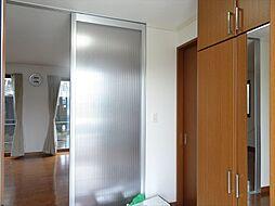 玄関は両サイドにシューズボックスが設置してあります。(2018年9月14日撮影)