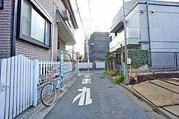 住環境に配慮された第一種低層住居専用地域の閑静な住宅街です。