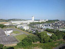 東側バルコニーからの眺望です。空気の澄んだ日には富士山が見えます。