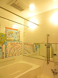 1418(1400mm×1800mm)サイズの浴室。浴室換気乾燥機付