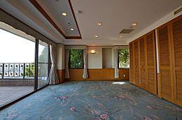 間取図にある「主寝室」になります。角部屋になりますので、2面方向に開口部があります。