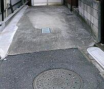 駐車可能です。幅2,400mm。(2018年6月)撮影
