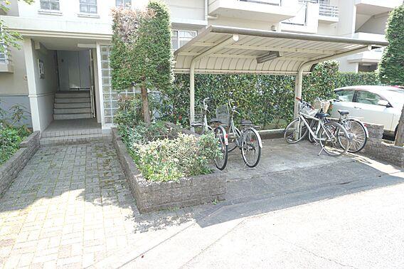 自転車置き場で...