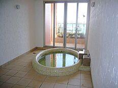同マンションには家族風呂もございます。予約制にてご利用いただけます。