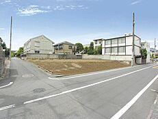 現地写真  伸びやかな東側7.2M公道×南側3.8M道路に面する  開放的な敷地