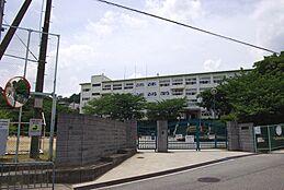 中学校川西市立川西中学校まで2004m