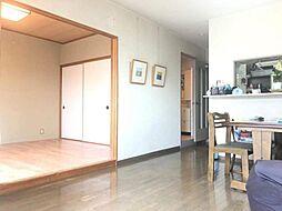 ?リビングの横には6帖の洋室が有ります。