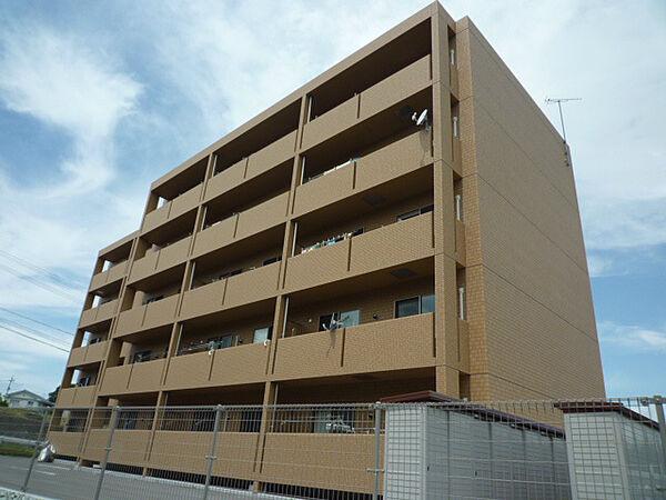 長野県佐久市猿久保の賃貸マンションの外観