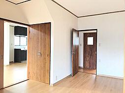 1F約7帖洋室は縁側〜リビングを繋ぐ開放的な洋間です。(2)
