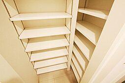 玄関は、一家全員の靴が収まるほどの大容量のシューズクローク付。