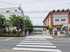 足立区立第十三中学校 距離520m