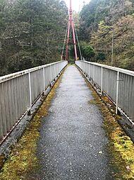 周辺には大きな橋