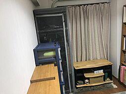 各洋室に収納スペースがございます。