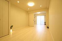 居間(Single向けの1LDK。内装工事を終え、きれいな空間へと生まれ変わりました)