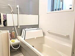 浴室にも手すりが付いているので、ご年配の方にも安心です