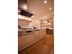 見晴らしのいい開放的なキッチンです(^^食洗器付き