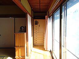 南西8帖の和室前縁側です。暖かい日差しの中でポカポカお昼寝しちゃいそうですね。