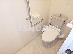 サンクチュアリ本山の棚のあるトイレ