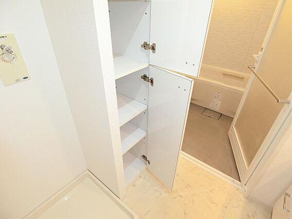 洗面室に可動棚...